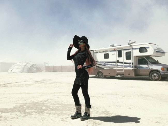 Алена Водонаева на фестивале Burning Man